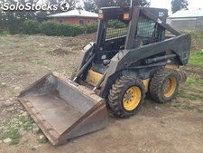 Arriendo de Mini-cargador new holland ls 170, año 2004.