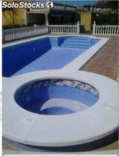 Borde de piscina blanco