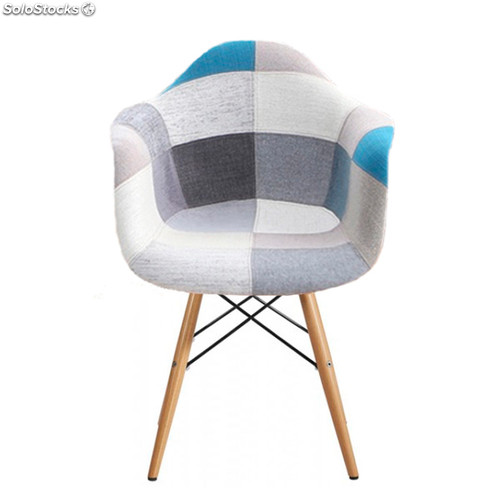 Chaise eames patchwork xl bleu for Chaise scandinave patchwork bleu