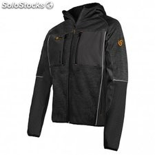 Chaqueta deportiva softshell impermeable y transpirable.