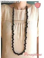 Collar con remaches y circulos