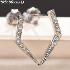Earrings made of 925 silver with Zirconia.