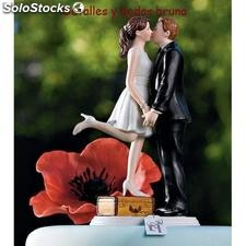 "Figura de Novios ""Love is in the air"" Detalles y complementos boda."