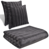 Manta throw gris de piel artificial, con dos almohadas