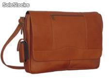 Mensajero en cuero andes bags. Leather messenger bag andes bags.