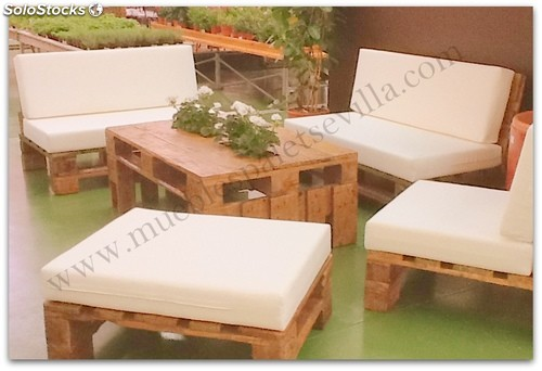 Muebles palet conjunto mesa sofas puf chill out - Muebles chill out ...