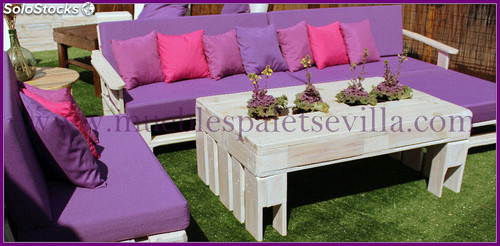 Muebles palet conjunto mesa sofas puf chill out for Palet jardin salon mesa
