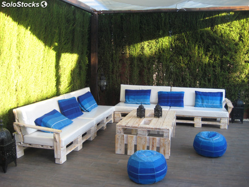 Muebles palet sofas y mesa chill out azul cielo
