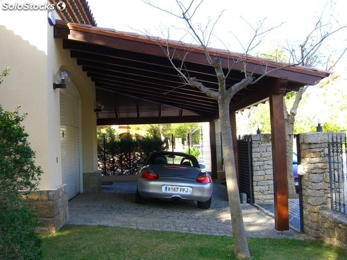 Pergolas madera parking for Imagenes de pergolas