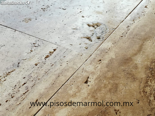 Pisos de travertino for Marmol para pisos