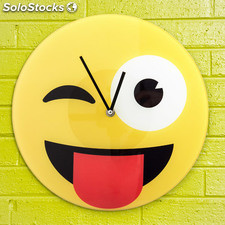 Reloj de Pared Emoticono Guiño, de vidrio, ideal para dar un toque divertido a