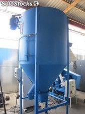 Silo mixer of 1500 litters, 3m high and 1,20 m of diameter.
