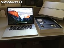 W magazynie Apple MacBook Pro 15,4-calowy laptop z Retina Display.