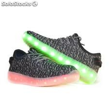 Zapatillas led yeezy negra y blanca